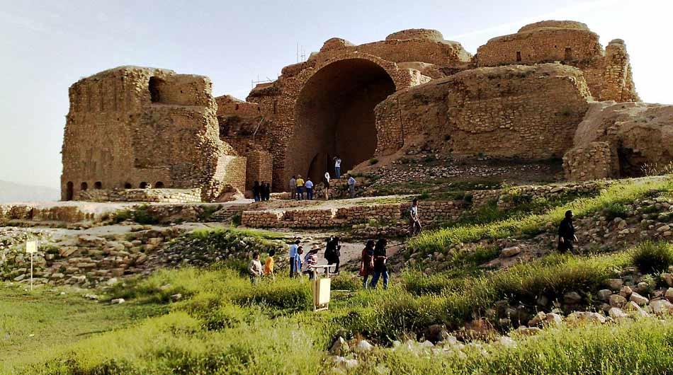 Sarvestan-palace